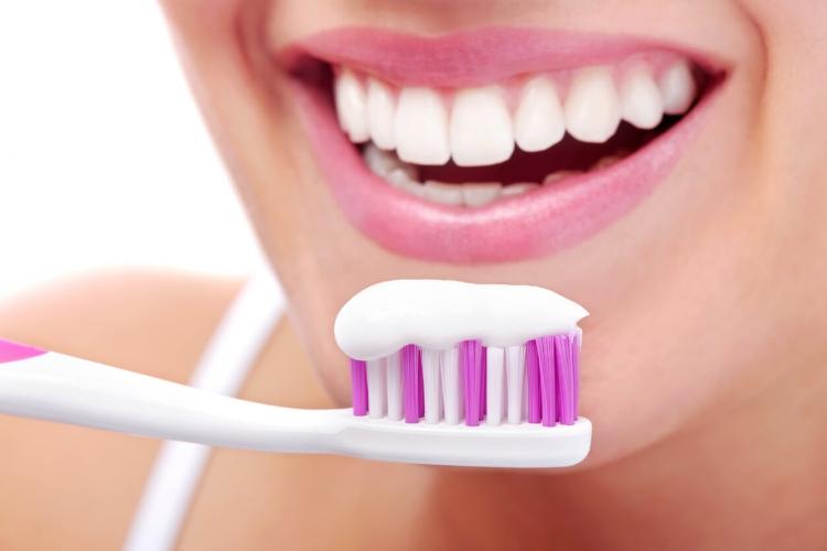 Diş Bakımında Yer Verebileceğiniz 5 Doğal İçerik-1