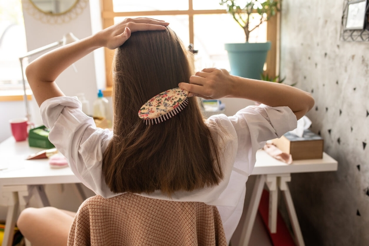 Dolaşık Saçlarınızı Açarken Onlara Zarar Vermeyin-1