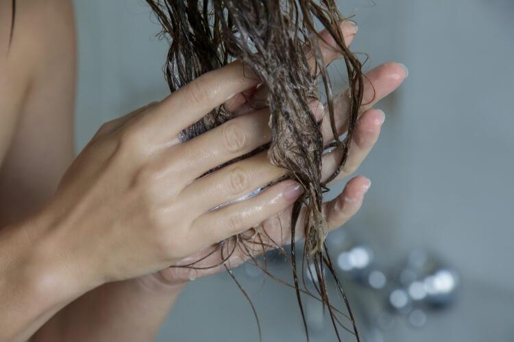 Duşta Saç Kremi Nasıl Kullanılır?-1