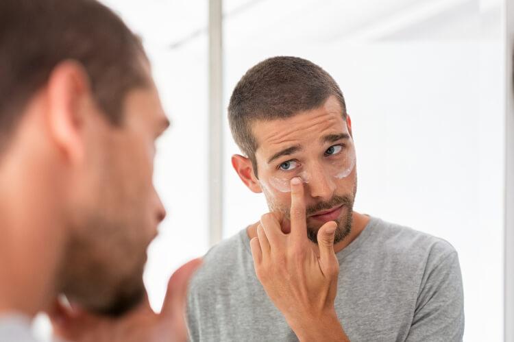Erkeklerin Cilt Bakım Rutini Nasıl Olmalı?-3