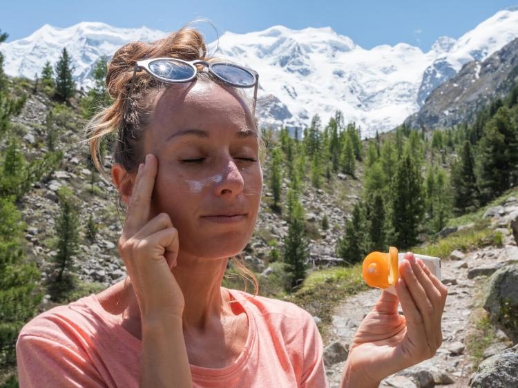 Makyaj Üzerine Güneş Koruyucu Nasıl Uygulanır?-3