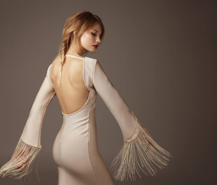 Sırt Dekolteli Elbiselere Uygun Saç Modelleri-1