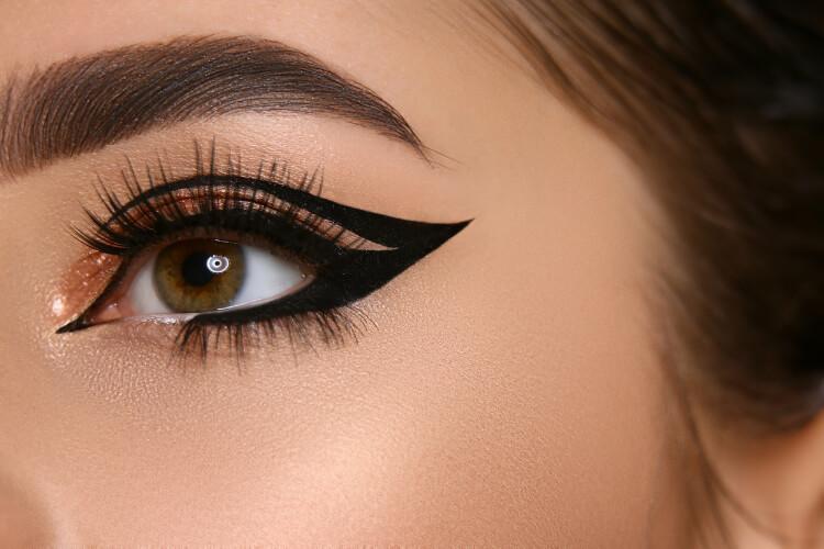 Siyah Eyeliner Yenilenerek Geri Döndü-3