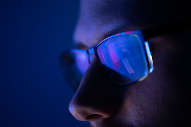 Mavi Işığın Cildinize Etkilerini Azaltın-1