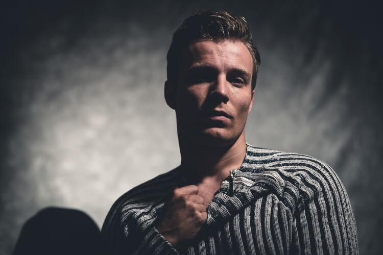 Erkekler için Klasik Geriye Yatırılmış Saç Modeli: Slick Back-4