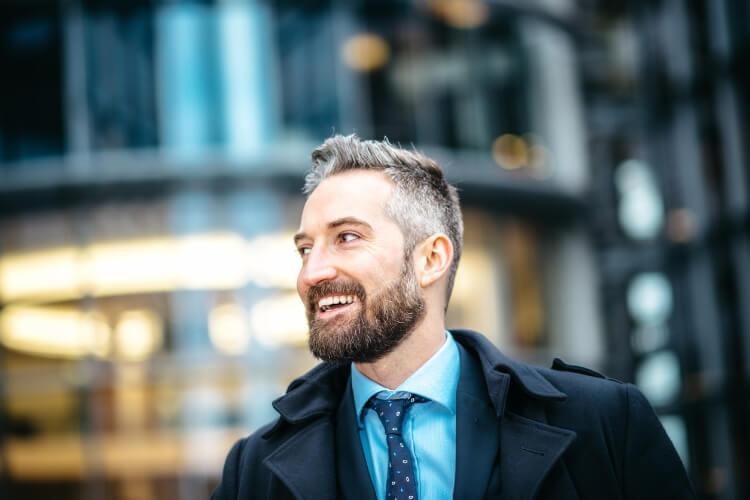 Gri Saç Karizması: Kır Saçlı Erkekler İçin Saç Modelleri-2