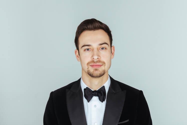 Erkekler için Klasik Geriye Yatırılmış Saç Modeli: Slick Back-3