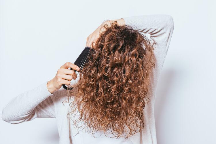 Kıvırcık Saçlılar İçin 5 Yaygın Bakım Hatası-1
