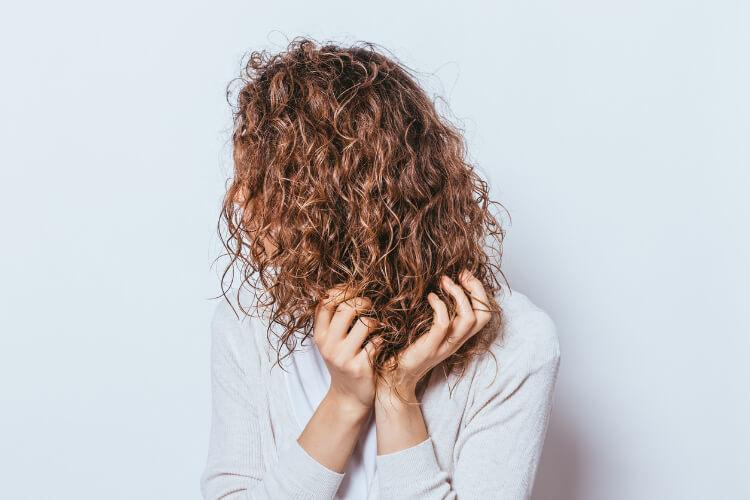 Kıvırcık Saçlılar İçin 5 Yaygın Bakım Hatası-2