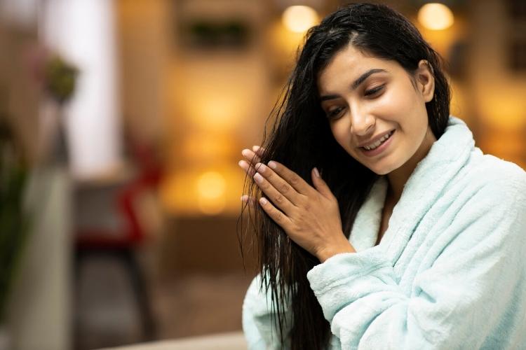 Dolaşık Saçlarınızı Açarken Onlara Zarar Vermeyin-3