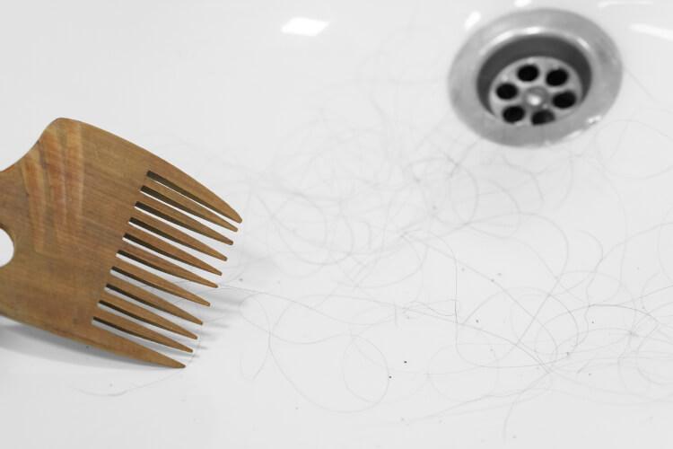 Saçlarınız Neden Duşta Daha Fazla Dökülüyor?-3