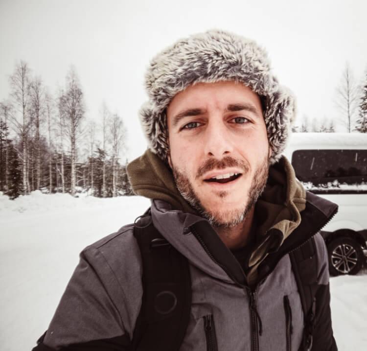 Aksesuarın Gücü: Erkeklere Özel Kışlık Şapka Rehberi-4