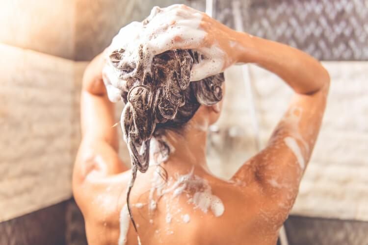 Saç Neden Yağlanır? Saçlarınızın Hızlı Yağlanmasını Önleyin-1