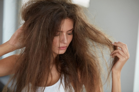 Saçlarım Neden Bu Kadar Cansız? Sağlıklı Saçların Sırrını Açıklıyoruz!-4