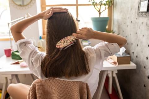 Dolaşık Saçlarınızı Açarken Onlara Zarar Vermeyin-2