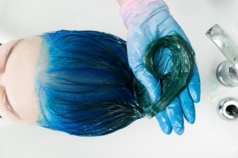 Mavi ile Siyahın Mükemmel Uyumu: Gece Mavisi Saç Rengi-4