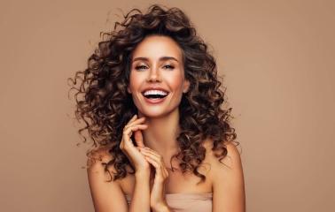 Kıvırcık Saçları Yıkamadan Nasıl Tazelersiniz?
