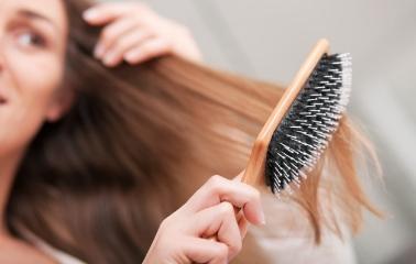 Dolaşık Saçlarınızı Açarken Onlara Zarar Vermeyin