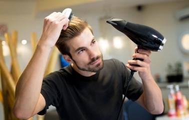 Erkekler İçin Gür Saçları Yönetme Rehberi