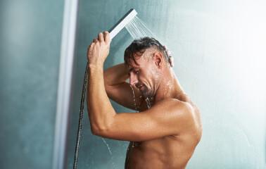 Erkeklerde Yağlı Saç Problemi Nasıl Önlenir?