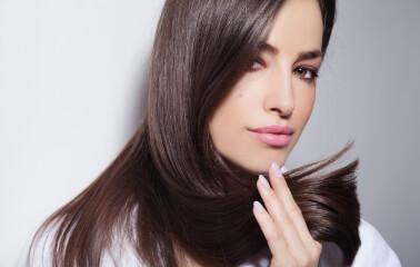 Pırıl Pırıl Saç Rehberi: Saçlar Nasıl Parlak Görünür?