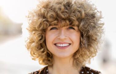 Kıvırcık Saçlılar İçin 5 Yaygın Bakım Hatası