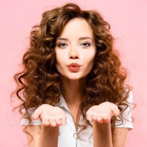 Saçı Kıvırcık Yapma: Evde Kolay ve Pratik Yöntemler