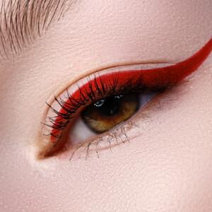 Kırmızı Göz Makyajı